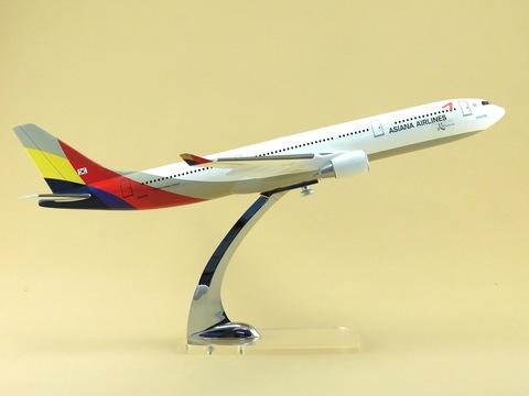 Модель самолета Airbus A330-300 (М1:144, Asiana Airlines)