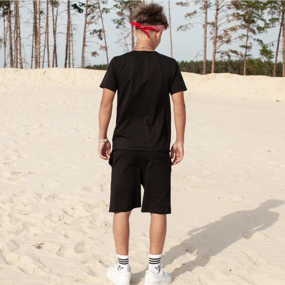 Дитячий літній костюм з шорт і футболки чорного кольору на хлопчика
