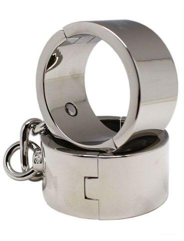 Серебристые гладкие металлические наручники с ключиком