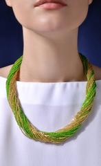 Бисерное ожерелье из 24 нитей зелено-золотистое