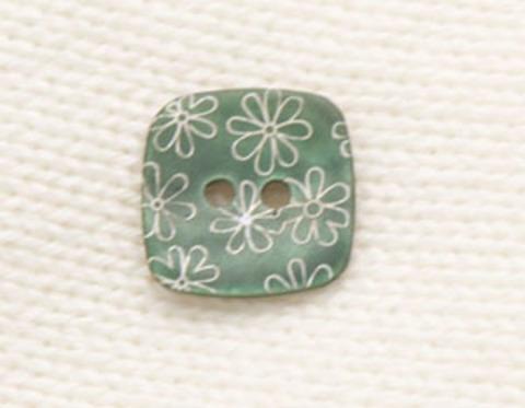 Пуговица перламутровая квадратная с белыми цветами, зелёная