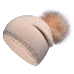 Вязаная женская шапка с натуральным помпоном, ангора (кремовая)