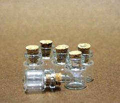 Баночки стеклянные маленькие с пробкой, 1 шт.