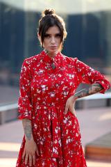Красное платье воротник стойка купить