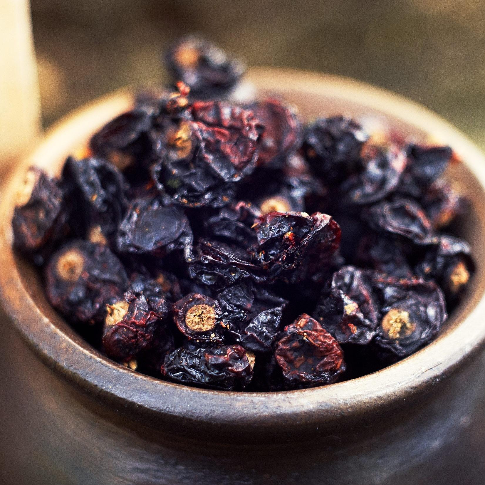 Ягоды Смородина чёрная, сушёная currant-wild-berry-02.jpg