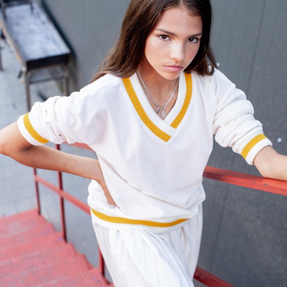 Костюм велюровий білого кольору на дівчинку