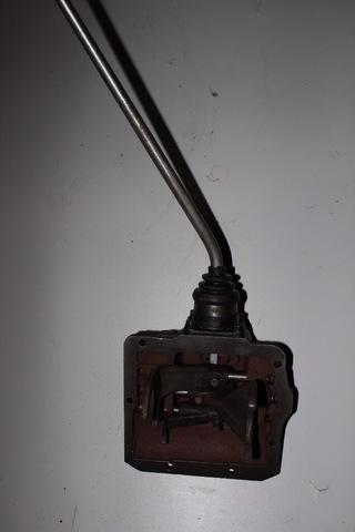 Механизм переключения передач УАЗ 469 крышка Кпп старого образца с рычагом
