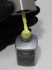 Маникюр с гель-лаком желтого цвета PLATINUM