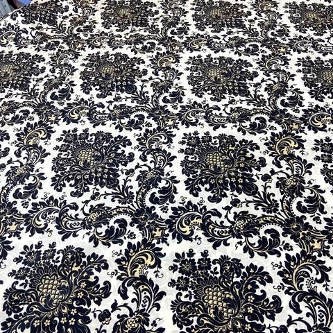 Ткань шелковый крепдешин орнамент барокко на молочном фоне  1108