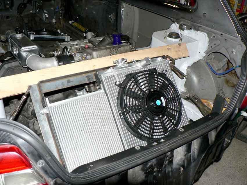 Установленный дополнительный вентилятор на авто