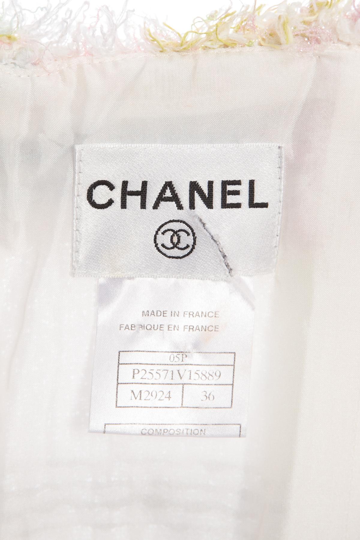 Женственное твидовое платье в пастельной цветовой гамме от Chanel, 36 размер