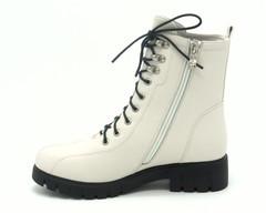 Бежевые ботинки из натуральной кожи