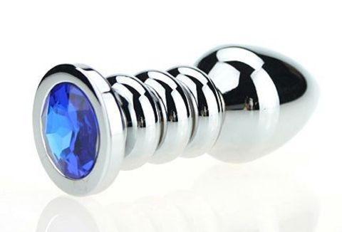 Серебристая фигурная анальная пробка с синим кристаллом - 10,3 см.
