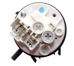 Прессостат (датчик уровня) стиральных машин Вирпул 481227128554