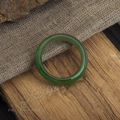 Кольцо из зеленого нефрита сплошное