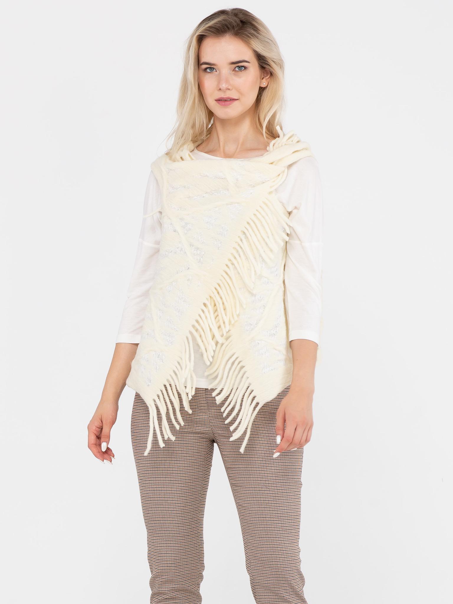 Жилет С044-625 - Изготовлен из фактурной ткани, имитирующей крупную вязку с отверстиями для рук. Универсальный жилет, предназначенный для ношения поверх платьев, блузок, джемперов, жакетов, и даже демисезонных пальто и курток. Универсальность жилета также заключается в том, что он подходит для женщин с 42-го по 48-ой размер, независимо от роста и типа фигуры. Жилет можно застегнуть на декоративную булавку или брошь, подпоясать ремнем\поясом. Также можно использовать завязки на концах жилета. Жилет можно использовать и как оригинальный шарф или снуд. Подобный аксессуар только украсит ваш образ.