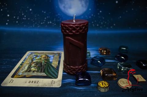 Руническая свеча «Уруз»