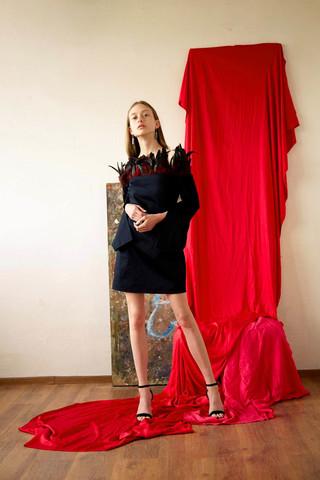 Платье с перьями из натурального хлопка