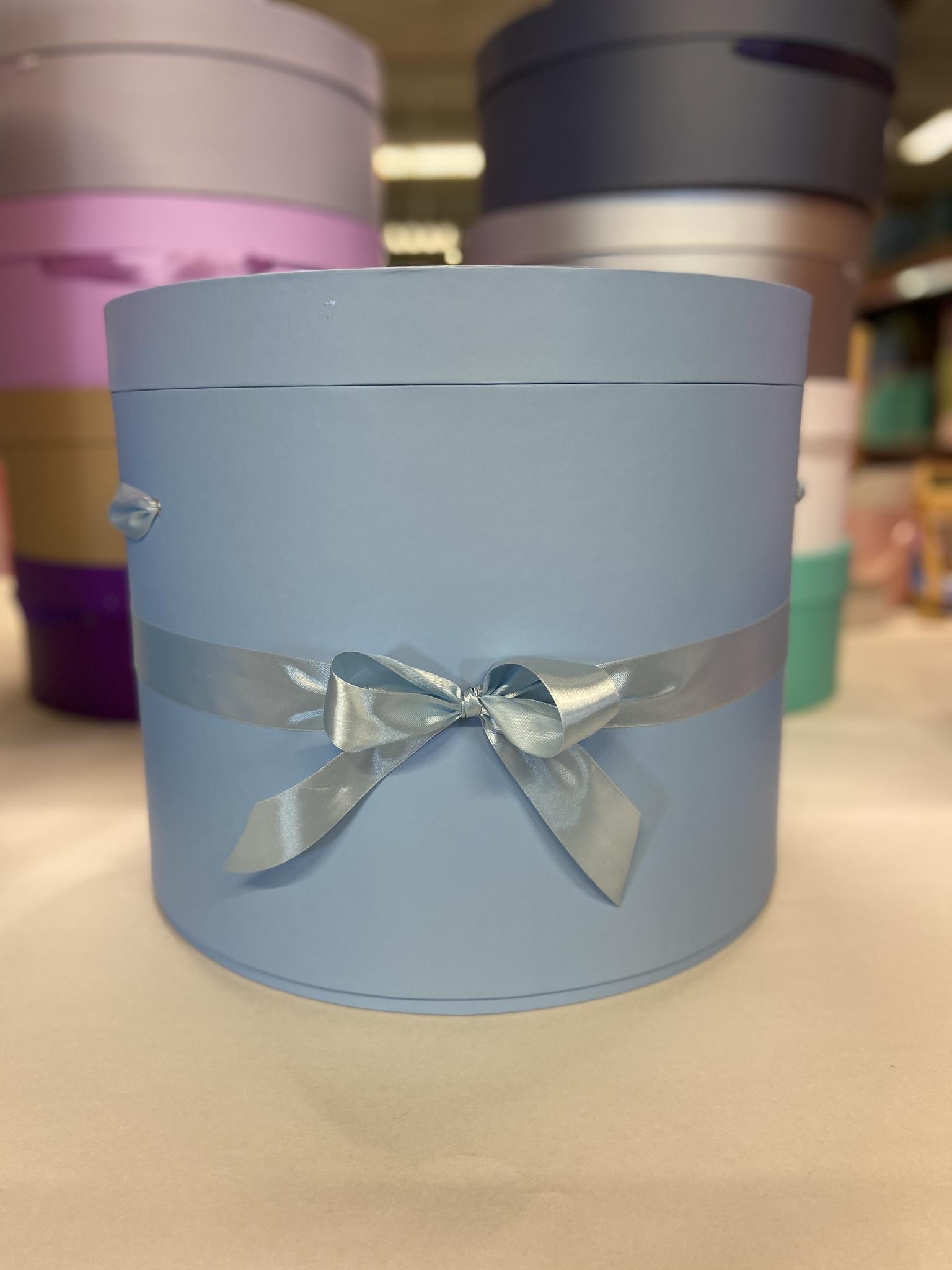 Шляпная коробка 40 см Цвет:Голубой . Розница 950 рублей .