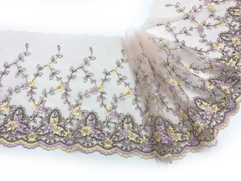 Вышивка на сетке персик/цветы (правая) 17 см