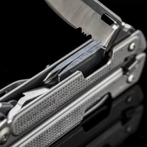 Мультитул Leatherman Free P2 комбинированное лезвие | прямая и зубчатая заточка