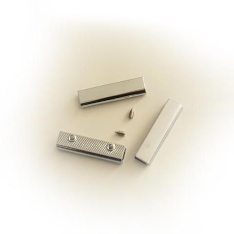 Металлическая кромка для хлястика, цвет серебро, длина 3,7 см