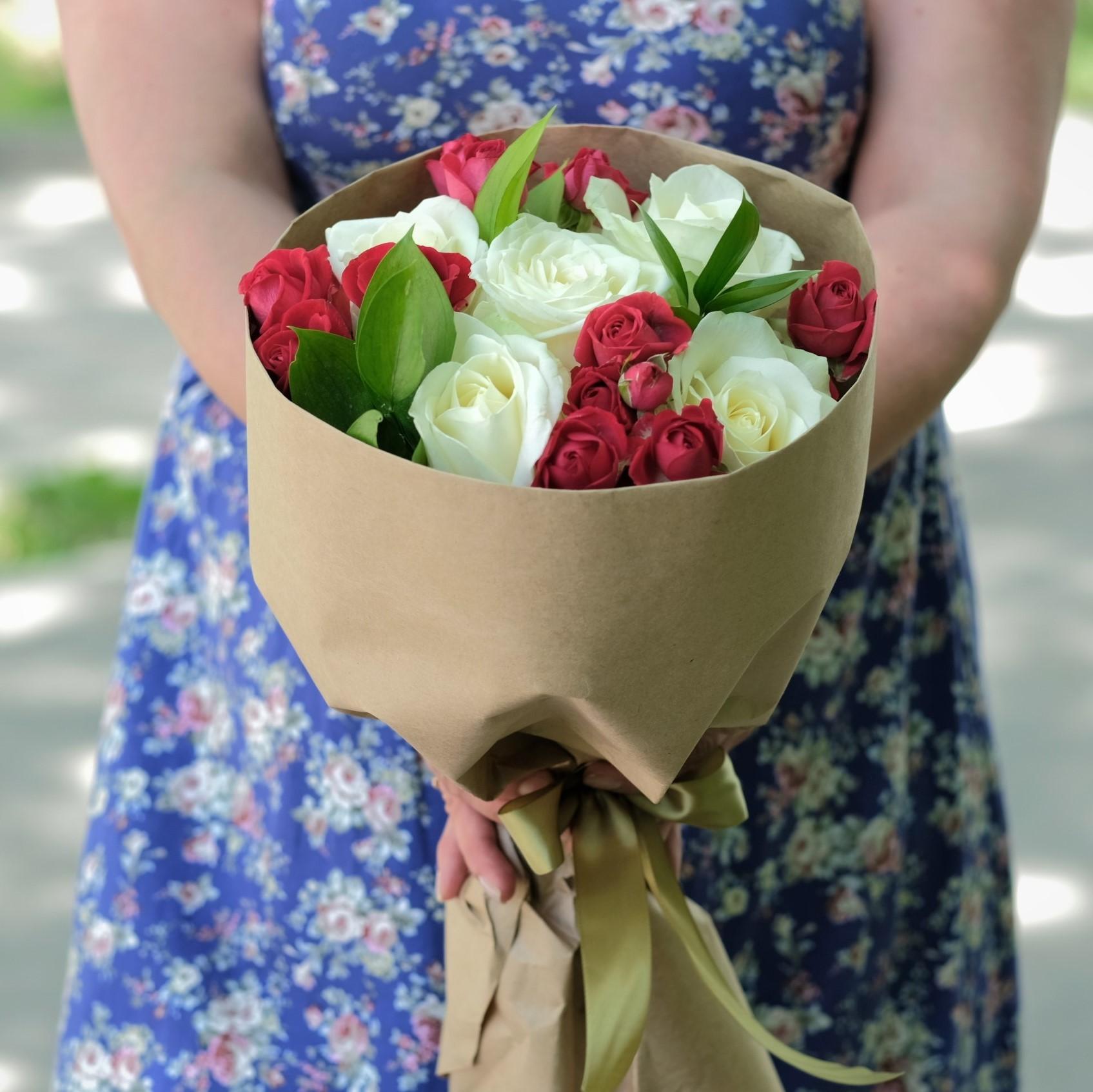 Купить недорогой букет с белыми розами Пермь заказать онлайн интернет магазин