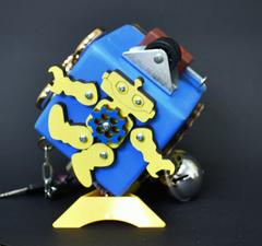 Бизикубик стандарт синего цвета 8х8 см с желтыми деталями для мальчика