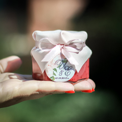 Набор комплиментов для гостей на свадьбе: бонбоньерка с вареньем (140 г) + именная шоколадка (20 г)