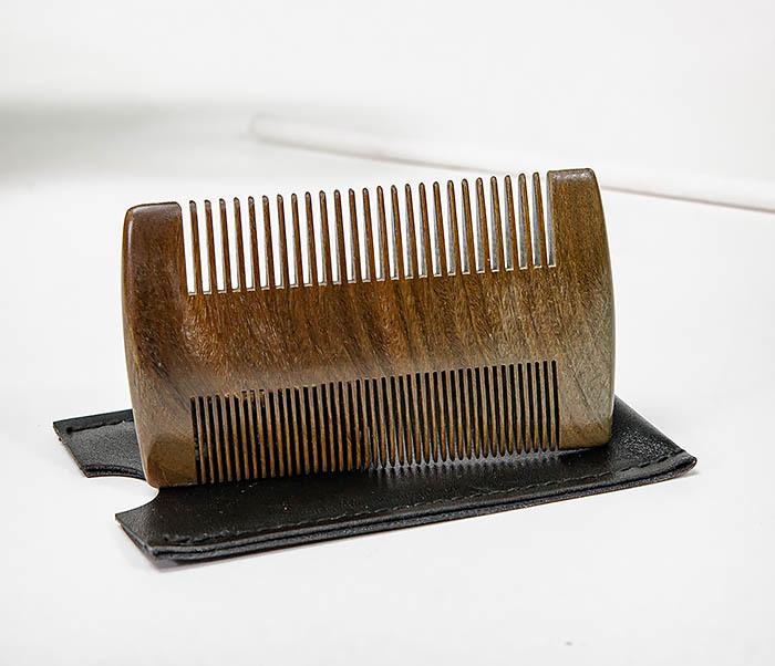 CARE157-2 Деревянный гребень для бороды в кожаном чехле фото 04