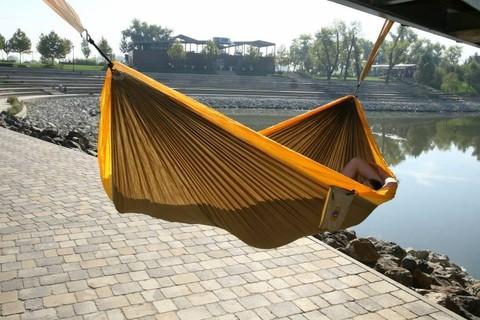 Вот такой отдых у реки в гамаке.