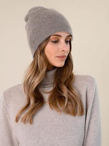 Женская шапка серо-коричневого цвета - фото 2