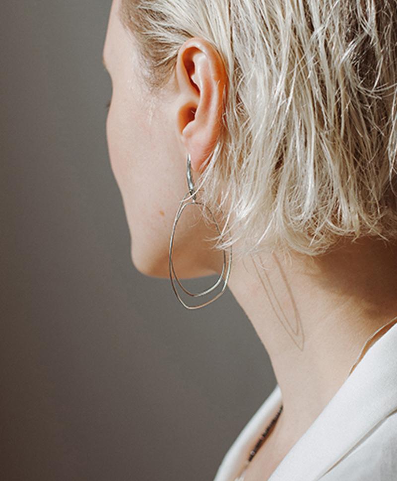 Серебряные волнистые серьги