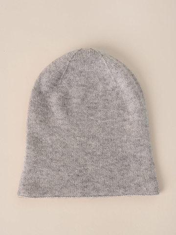 Женская шапка серо-коричневого цвета - фото 4