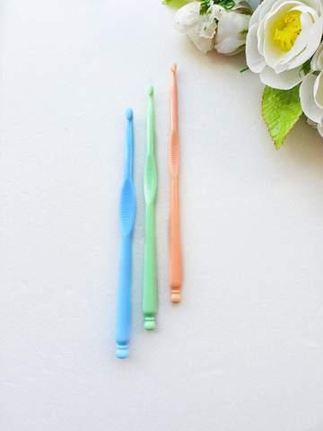 Крючок для вязания 4,5 мм. (пластик)