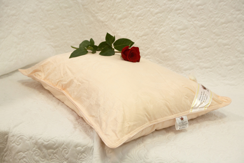 Подушка шелковая  Elisabette Элит 70x70 2кг - персиковая