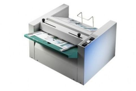 Буклетмейкер Nagel Foldnak M2 - степлер-фальцовщик, формат А3, максимальный размер листа 325x450мм, максимальная толщина блока 15 листов, производительность 500 буклетов в час.