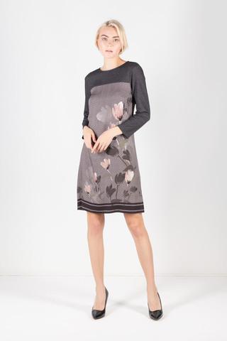 Фото серое платье из вискозы с орнаментом елочка и цветочным принтом - Платье З298-136 (1)