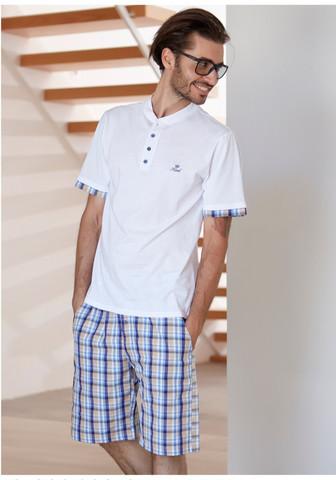 Клетчатые шорты и футболка для дома