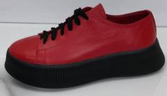 Женские кроссовки кеды кожаные. Красные женские кроссовки на толстой подошве.