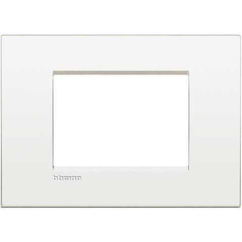 Рамка 1 пост AIR, прямоугольная форма. МОНОХРОМ. Цвет Чистый белый. Итальянский стандарт, 3 модуля. Bticino LIVINGLIGHT. LNC4803BN