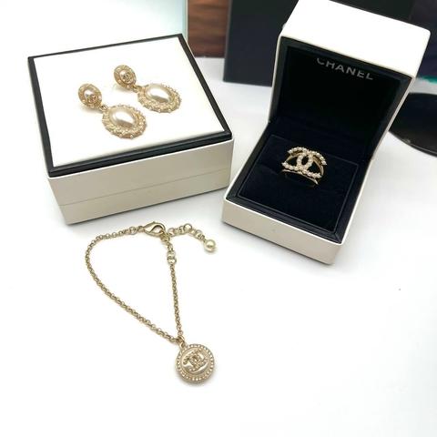 Серьги, кольцо и браслет Chanel