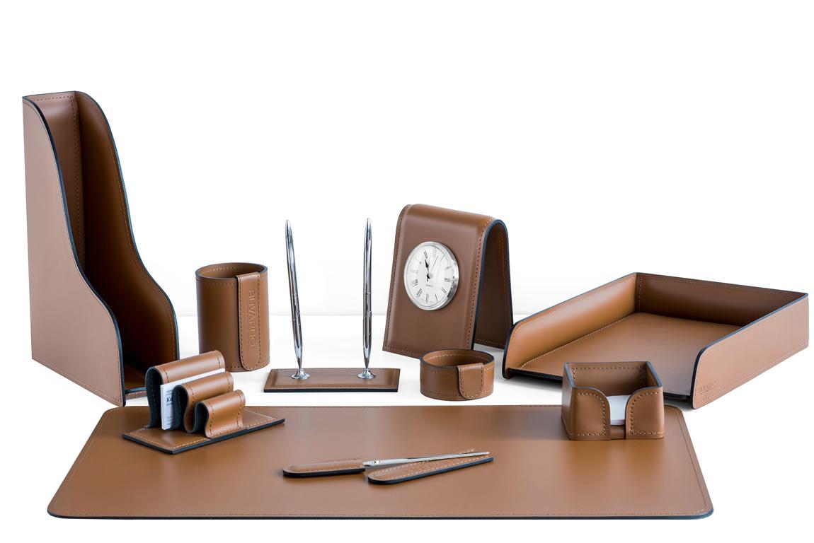 Подарочный письменный набор руководителя, из кожи цвет табак 10 предметов с часами