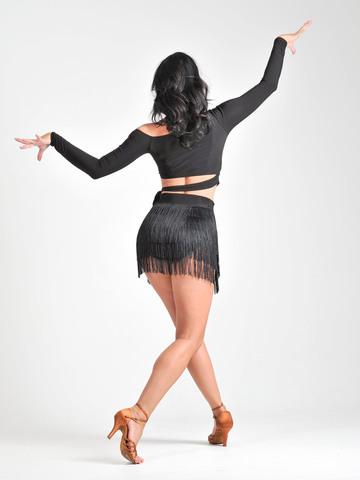 Короткий топ для танцев