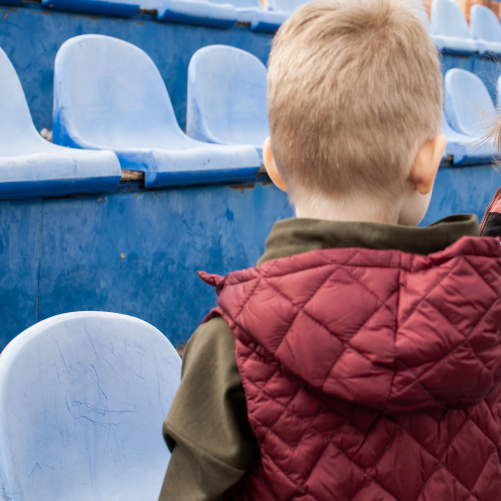 Детский стеганный жилет унисекс бордового цвета