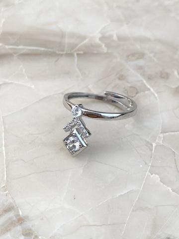 Кольцо из серебра с цирконами