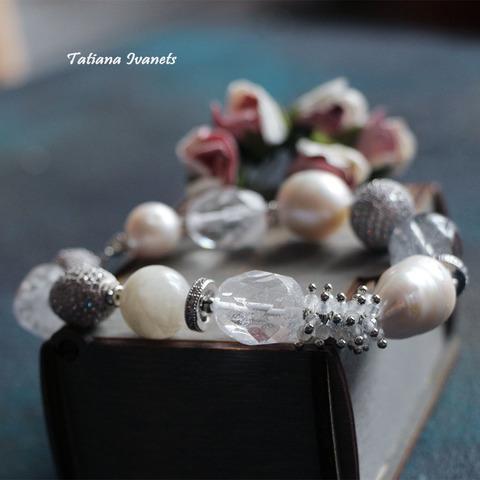 Браслет из турмалинового кварца, лунного камня и жемчуга барокко