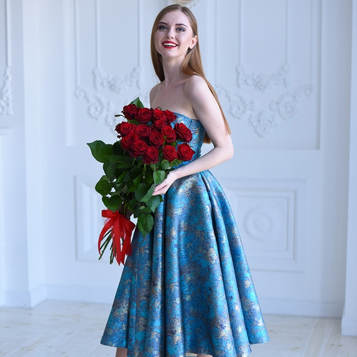 Купить небольшой букет 15 красных роз в Перми