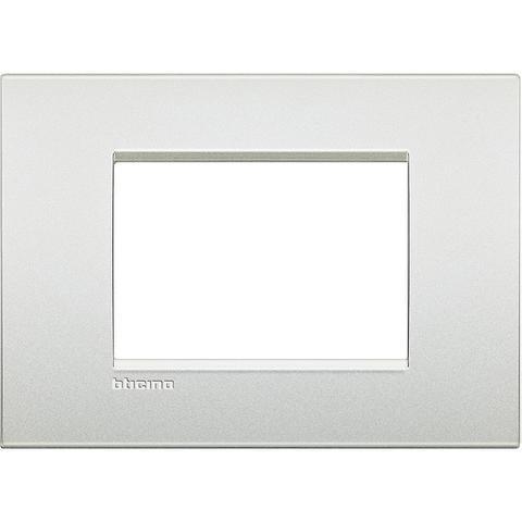 Рамка 1 пост AIR, прямоугольная форма. МАТОВАЯ ПОВЕРХНОСТЬ. Цвет Белый жемчуг. Итальянский стандарт, 3 модуля. Bticino LIVINGLIGHT. LNC4803PR