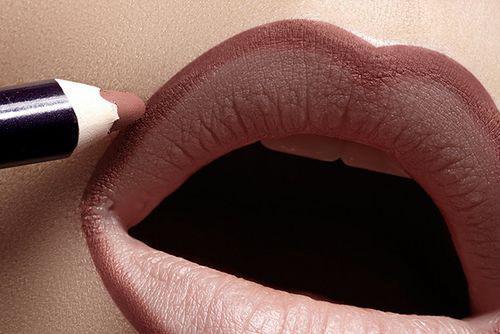 Карандаш для губ HUDA BEAUTY Flirt